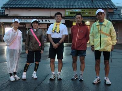 美濃白鳥駅で (左から 私、なえさん、G先生、KODANさん、Nakayoshiさん)