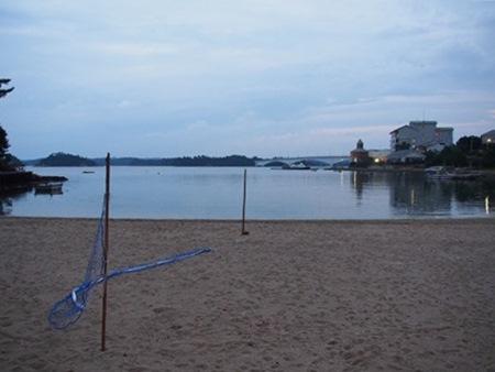 藍風亭さん前の海