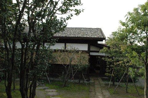 鐙屋の屋根
