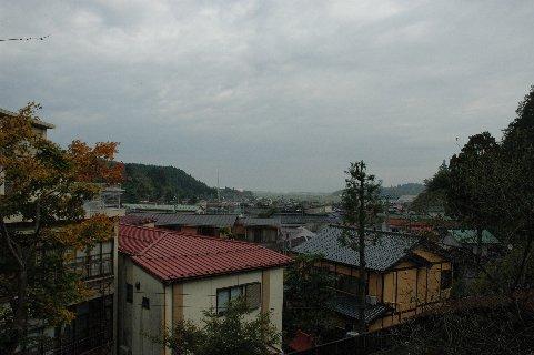 梅林から見た湯田川温泉