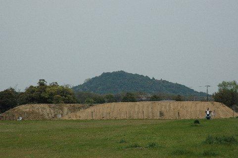 藤原京跡から見た耳成山
