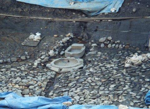 発掘時の亀型石