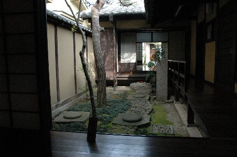 格子の家・内部