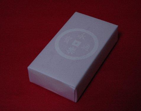 永楽通宝と表示された永楽屋の包装