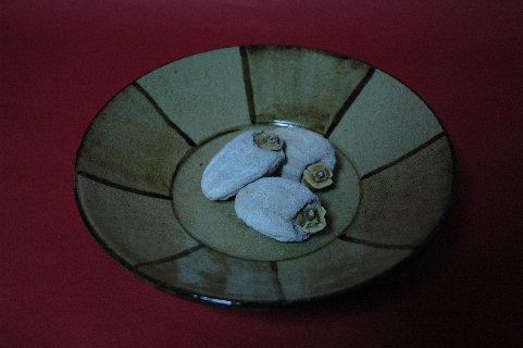 市田柿on鉄絵皿