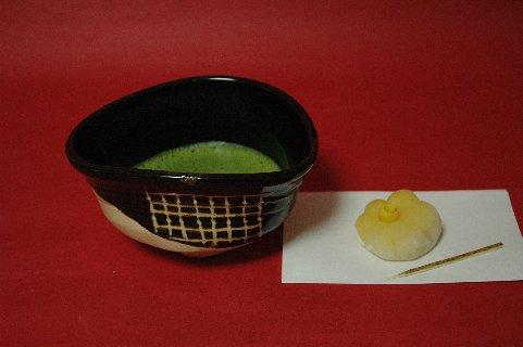 黒織部茶碗もどきと抹茶&生菓子