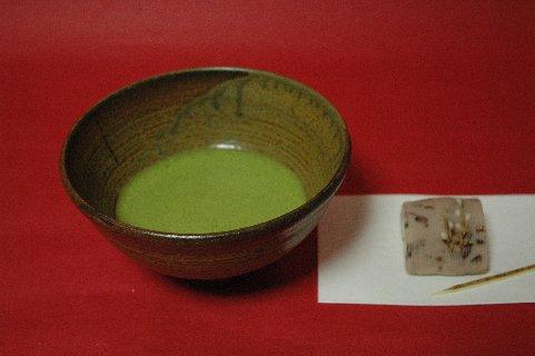 伊羅保茶碗と抹茶&菓子