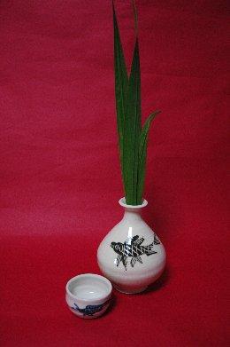 銚子に菖蒲の葉