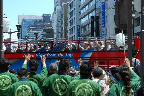観光バスと遭遇
