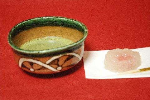 鳴海織部茶碗