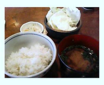 ご飯・味噌汁・きゃべつ・香の物