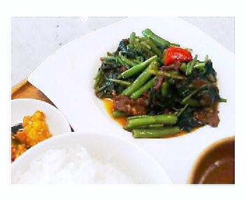 牛肉と空心菜のサンバルプラチャ定食