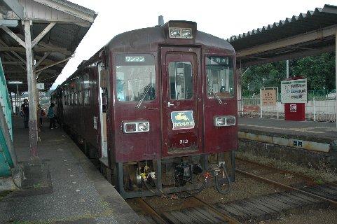 大間々駅から次の列車に乗り換え