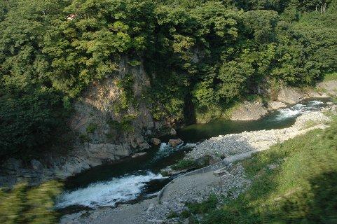 塔のへつりの手前の川