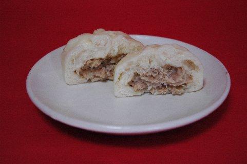 蓬莱豚饅切断on粉引皿