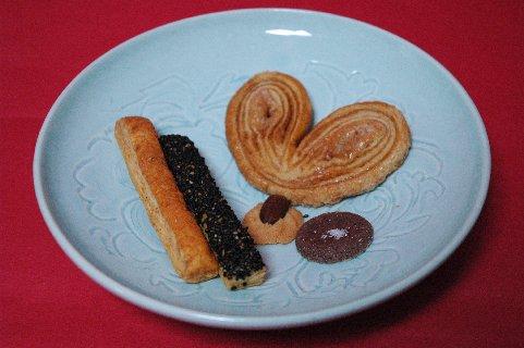クッキーon青白磁皿