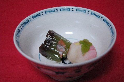 木の葉舞と菊 in 安南茶碗写し