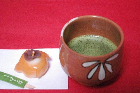 織部台付茶碗