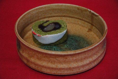 クリスマスロール一片in黄瀬戸鉢