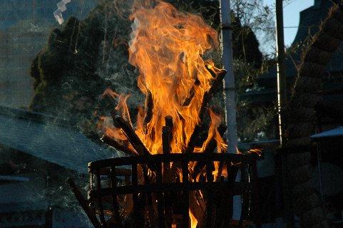 燃え滾る火