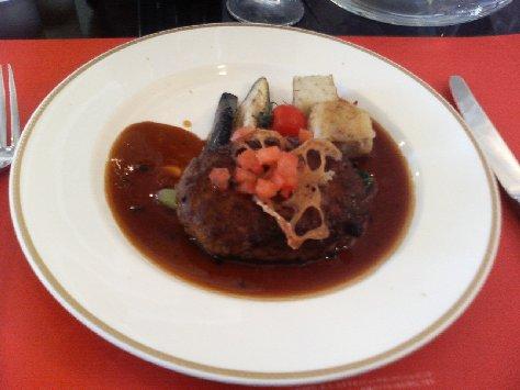 和牛黒豚ハンバーグステーキ トリュフソース リヨネーゼポテト添え