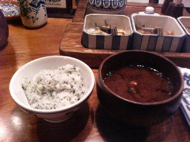 紫蘇ご飯と赤だし汁