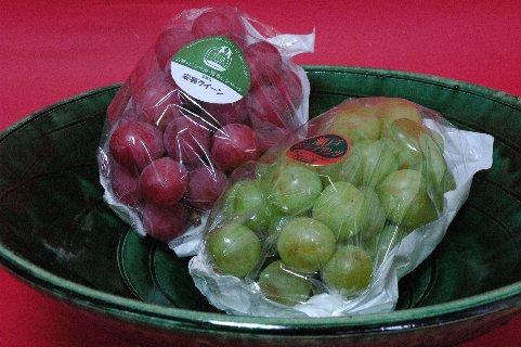 岡山から届いた葡萄2種