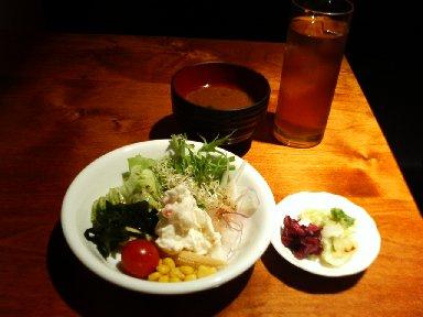 野菜サラダ、味噌汁、香の物