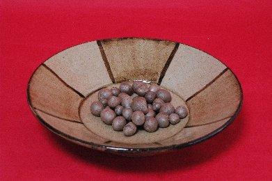むかごon鉄絵皿