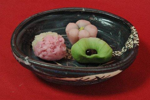 ささやの生菓子in鼠志野四方皿