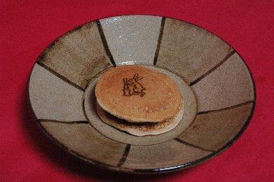 弁えのある、どらやきon鉄絵皿