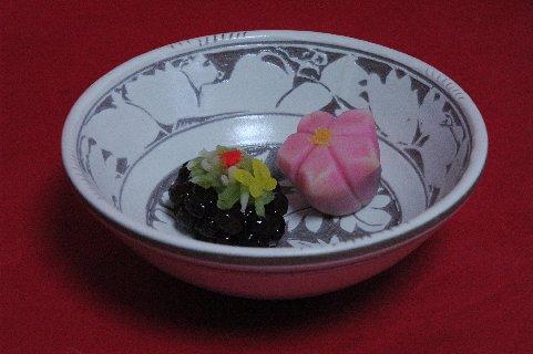 桃の花・謳歌in彫三島白花文鉢