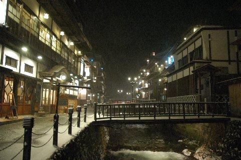 温泉街の夜景2
