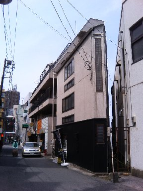 尖った建物