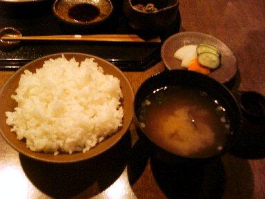 ご飯と味噌汁、香の物