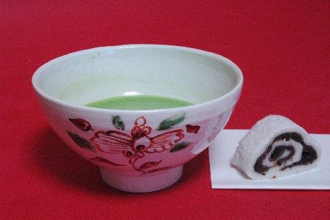 牡丹文・赤絵呉須茶碗