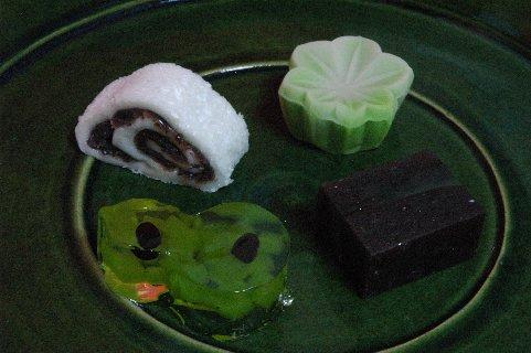 さゝまの菓子 on 総織部大皿