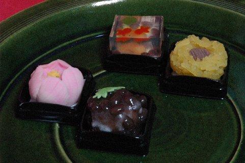 上生菓子 on 総織部大皿