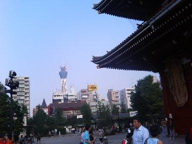 浅草寺からの東京スカイツリー