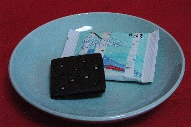 小袋 on青白磁皿