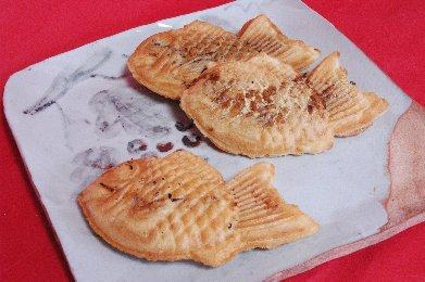 薄皮たい焼3種 on 絵志野皿