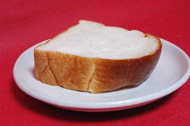 食パン on 粉引皿