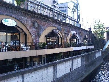 神田川から見た店舗