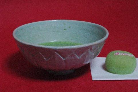 砧青磁シノギ文茶碗写し