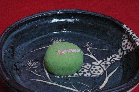 小萩餅 in 鼠志野四方鉢