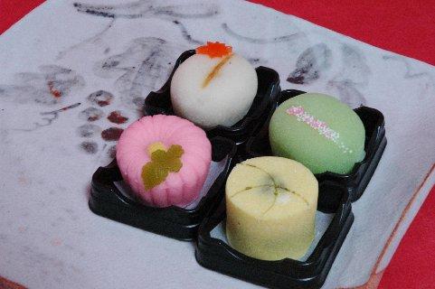 上生菓子4種 on 絵志野皿
