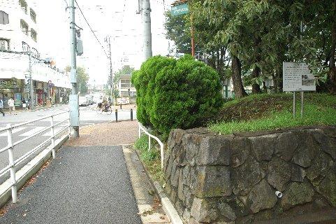 子者清水跡の看板のある近隣公園