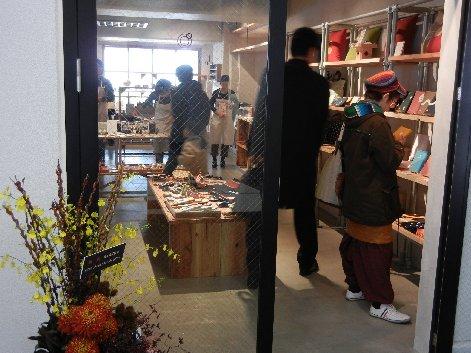 日本百貨店・中の通り側入り口