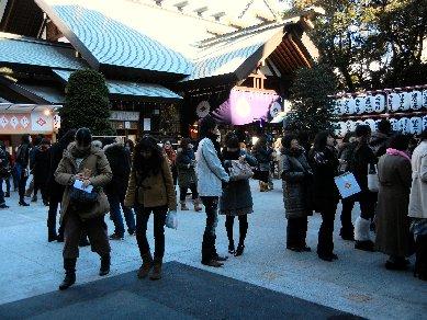 若い女性で賑う、東京大神宮