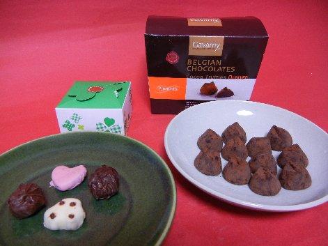 オーソドックスなバレンタインデーのチョコ on 小皿